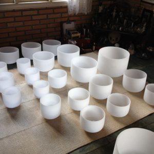 tigelas de cristal foscas brancas